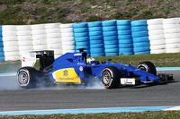 Marcus Ericsson, Sauber C34 locks up under braking
