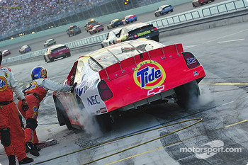 Pitstop for Bobby Hamilton Jr.