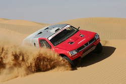 Giniel De Villiers and Jean-Marie Lurquin test the Nissan Pickup 2005