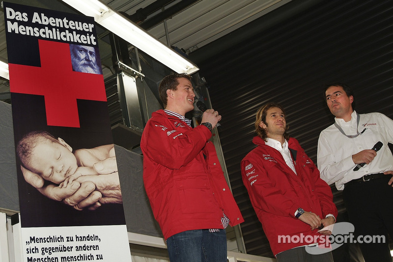 Ralf Schumacher and Jarno Trulli speak to the fans