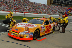 Pitstop for Elliott Sadler