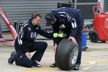 Williams pit crew