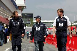 Nick Heidfeld with Williams-BMW team members