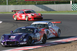 #80 Team LNT TVR T400R: Lawrence Tomlinson, Jonny Kane, #88 Gruppe M Racing Porsche 996 GT3 RSR: Emmanuel Collard, Tim Sugden