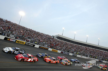 Start: Kasey Kahne and Ryan Newman lead the field