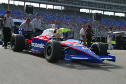 Kosuke Matsuura's crew push the car back to the garage