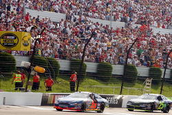 Carl Edwards takes checkered flag