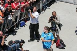 Fernando Alonso meets fans