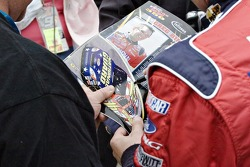 Greg Biffle signs an autograph