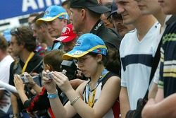 Fans at the afternoon pitwalk