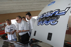 Bernie Marcus and members of the Wood Brothers team at the testing of the 2006 Fortd Fusion