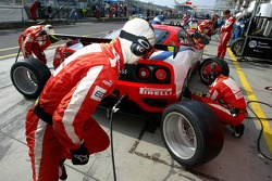 Pitstop practice for #93 Scuderia Ecosse Ferrari 360 Modena GTC: Andrew Kirkaldy, Nathan Kinch