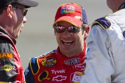Jeff Gordon talks with Ken Schrader and Boris Said