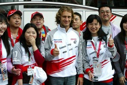 Jarno Trulli with Japanese fans