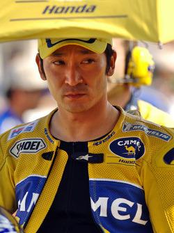 Tohru Ukawa on the starting grid