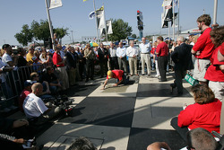 Rusty Wallace Court of Legends induction: Rusty Wallace tells anecdotes while the plate is getting prepared