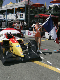The grid girl of Sébastien Bourdais