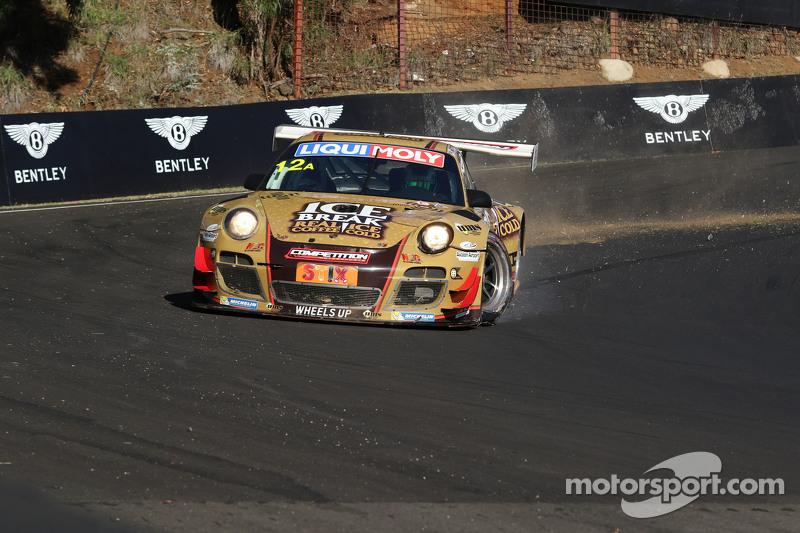 #12 Porsche GT3 R: David Calvert-Jones, Patrick Long, Chris Pither in problemen