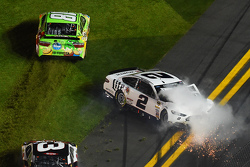 Kyle Busch, Joe Gibbs Racing Toyota, Austin Dillon, Richard Childress Racing Chevrolet, Brad Keselowski, Team Penske Ford in trouble