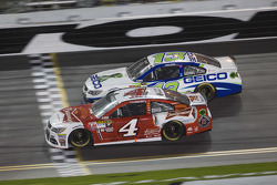 Kevin Harvick, Stewart-Haas Racing Chevrolet, Casey Mears, Germain Racing Chevrolet