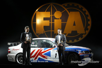 FIA World Touring Car Championship: champion Andy Priaulx with Dr. Mario Thiessen of BMW