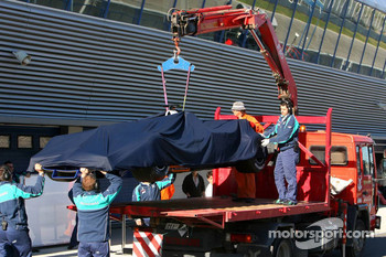 The BMW of Jacques Villeneuve is brought back to the garage after stopping on the track