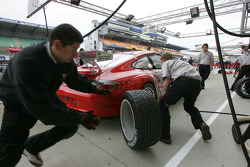Pitstop practice for Flying Lizard Motorsports