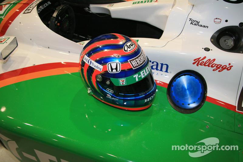 Tony Kanaan's helmet on the No. 11 Team 7-Eleven Dallara Honda Firestone