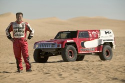Team Gordon: Robby Gordon poses with the Hummer H3 Race Truck