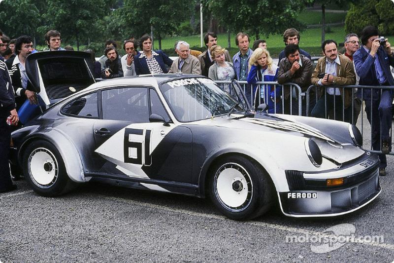 #61 Porsche 934