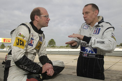 Gregor Fisken listens to Andy Wallace about how to drive the Lola EX257-AER