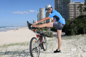 Red Bull fitness training in Surfers Paradise: Vitantonio Liuzzi