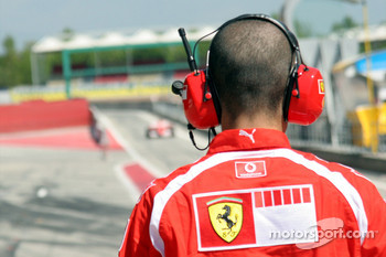 Ferrari mechanic waits for Marc Gene