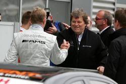 Norbert Haug congratulates Mika Hakkinen