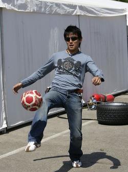 Hiroki Yoshimoto plays football