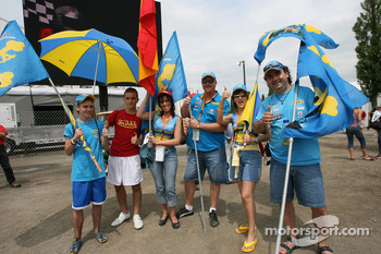 Fans of Fernando Alonso ready for the practice session