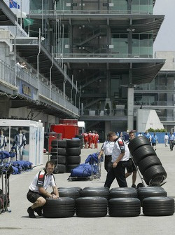 Honda Racing prepare their tires for the morning session