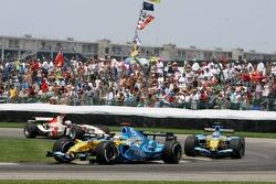 Fernando Alonso leads Giancarlo Fisichella