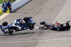 Crash at first corner: Mark Webber and Christian Klien