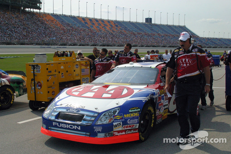 Mark Martin's crew push the car into the qualifying line