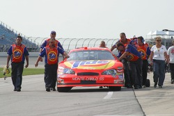 Travis Kvapil's crew push the #32 Tide Chevrolet to the qualifying line