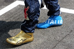 The racing shoes of Vitantonio Liuzzi in soccer design
