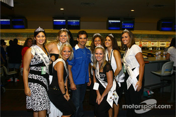 Jeff Gordon Foundation bowling tournament: Jeff Gordon and the lovely 500 Festival princesses