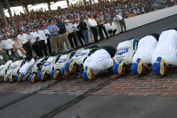 Race winner Jimmie Johnson kisses the bricks with Lowe's Chevy crew members