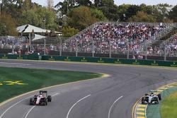 Nico Rosberg, Mercedes AMG F1 W06, passes Kevin Magnussen, McLaren MP4-30 (Left)
