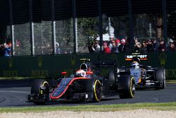 Jenson Button, McLaren Honda en Sergio Perez, Sahara Force India