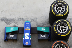 Pirelli tyres and nose cone of Julian Leals, Carlin