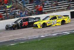 Martin Truex Jr., Furniture Row Racing Chevrolet and Matt Kenseth, Joe Gibbs Racing Toyota
