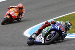 MotoGP 2015 Motogp-spanish-gp-2015-jorge-lorenzo-yamaha-factory-racing-and-marc-marquez-repsol-honda-t