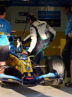 Nelson A. Piquet seat fitting in the Renault F1 car